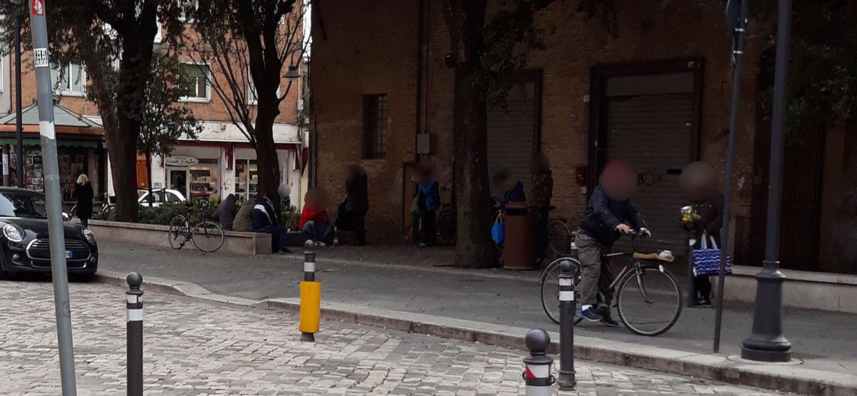 """Via Dante: fra i ruderi dell'ex convento e il """"club della bottiglia"""""""