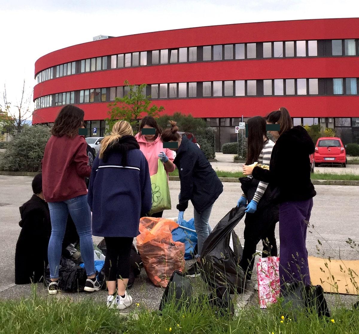 Erika, un gruppo di studenti e l'impegno civico per una Rimini pulita