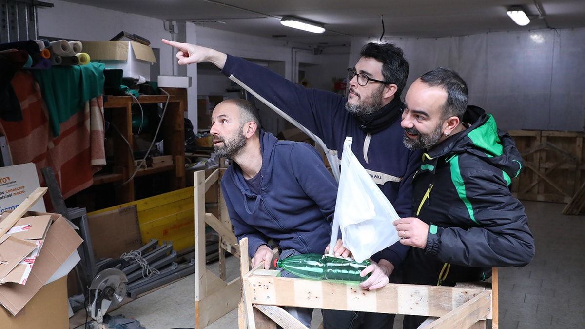 """Parte da Rimini il catamarano riciclone che educa alla difesa del mare dal """"mal di plastica"""""""