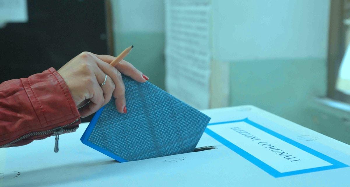 Nell'analisi del voto Gnassi fa il bullo, ma al centro destra la lezione di domenica insegna qualcosa