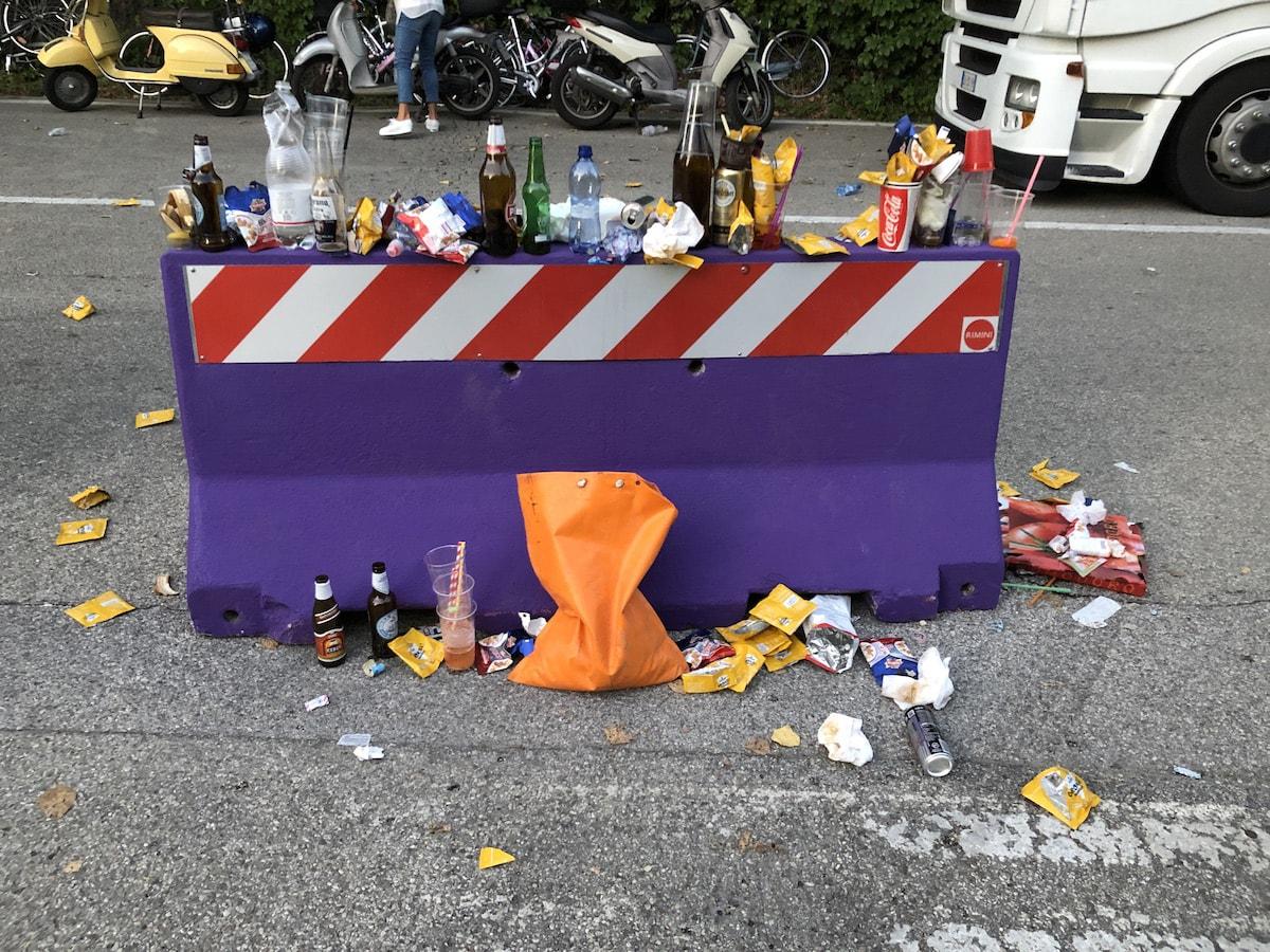"""Bilancio del Jova """"ecologico"""": rifiuti, gas di scarico, traffico e un Fratino in fuga"""