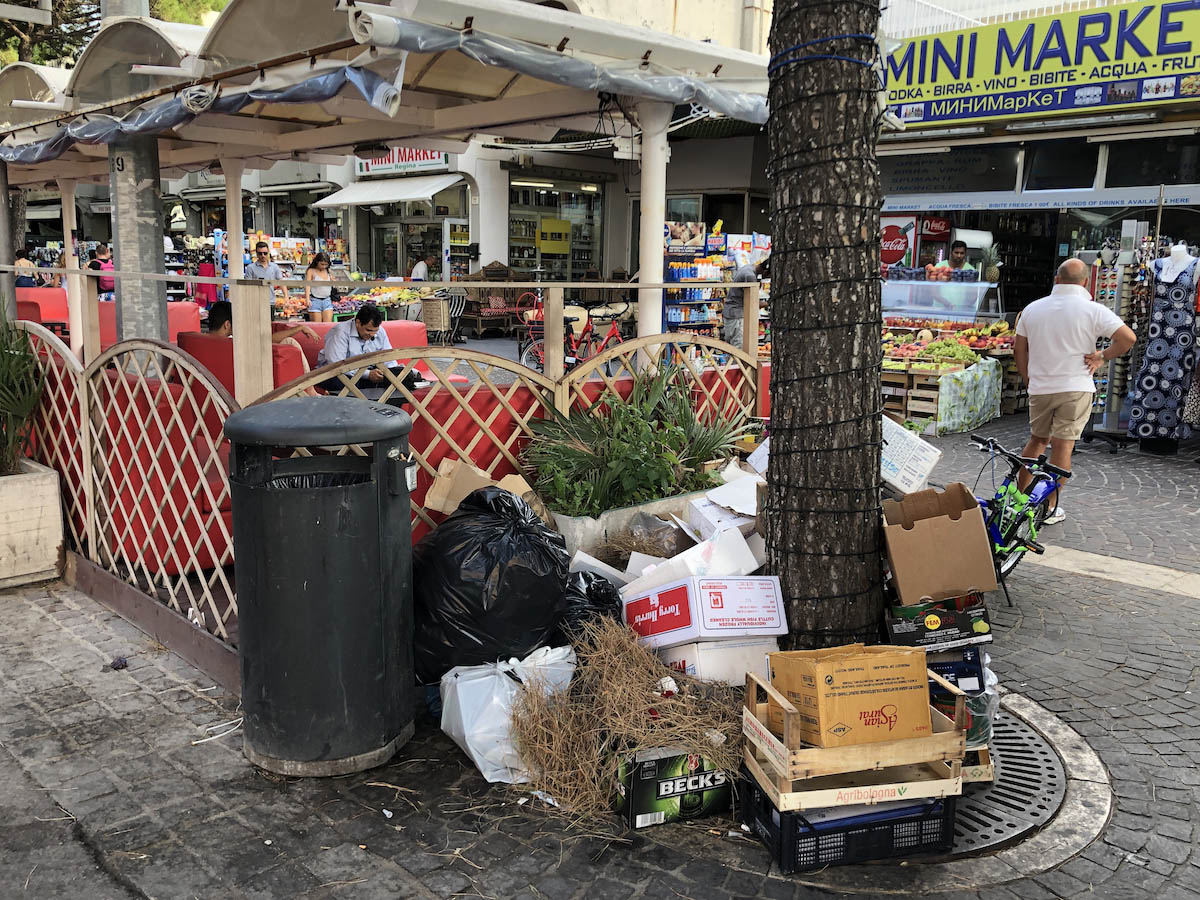 """Chi ha trasformato in una casbah la zona più """"in"""" di Rimini mare?"""