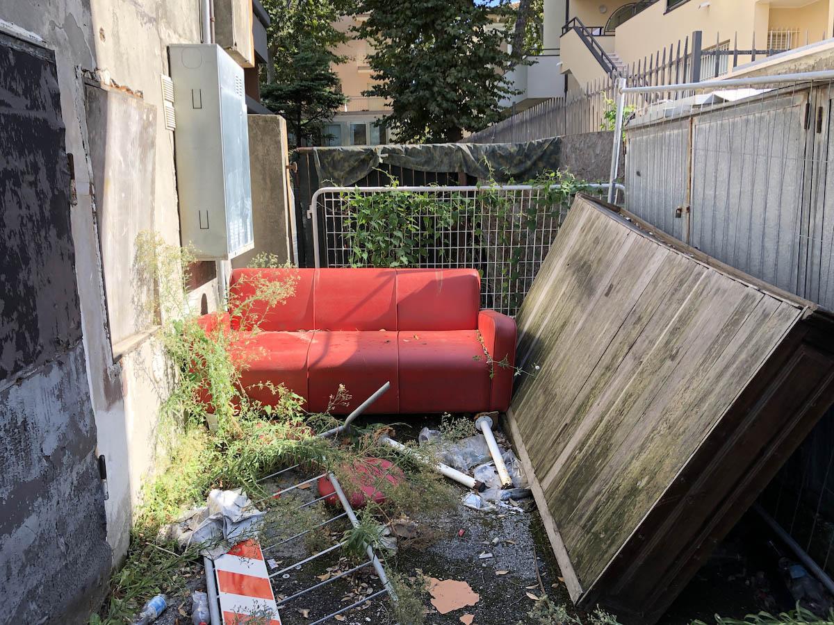 La discarica indecente: Marina centro non merita tutto questo