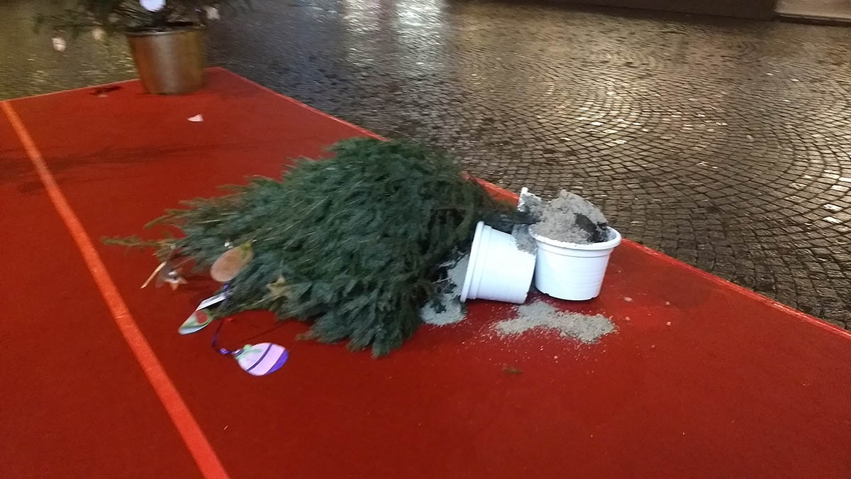 Addobbi natalizi: non ce la possiamo fare