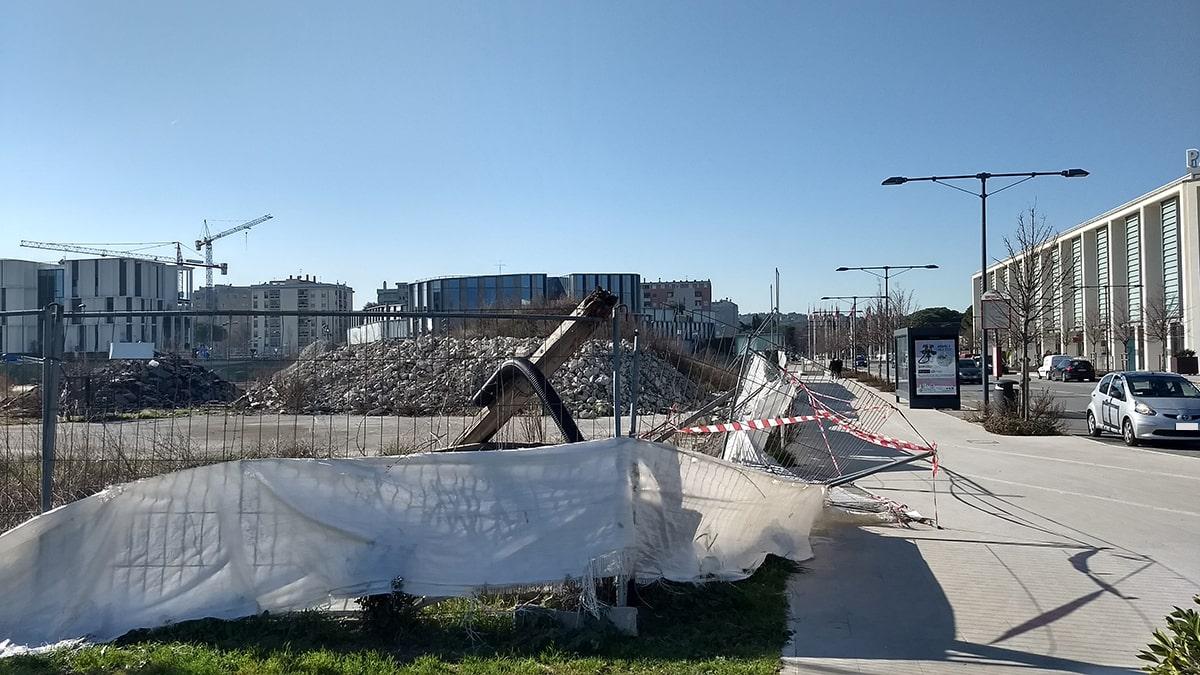 Il degrado del cantiere Acquarena in faccia al Palas