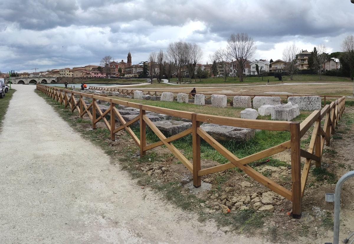 Nuova sistemazione per i reperti lapidei nel parco XXV Aprile: il conto è salato