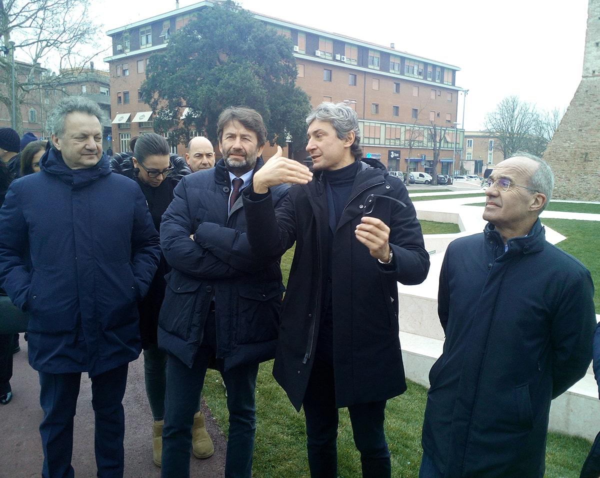 Gnassi dica al suo amico Franceschini che sul turismo siamo alla presa per i fondelli