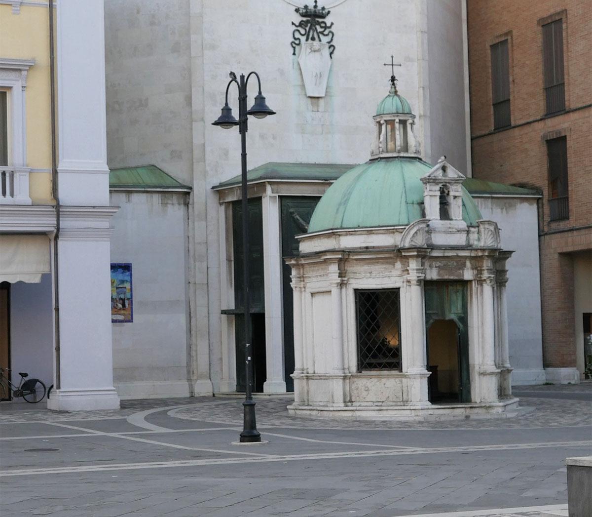 C'è da salvare il tempietto di Sant'Antonio da Padova in piazza Tre Martiri