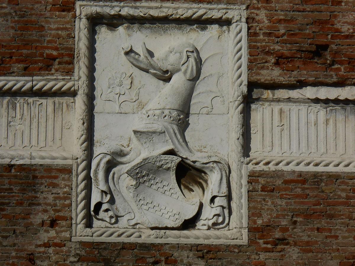 Il castello sotto assedio è ormai un caso nazionale, a Rimini Rufo Spina dice «troppo tardi piangere ora»