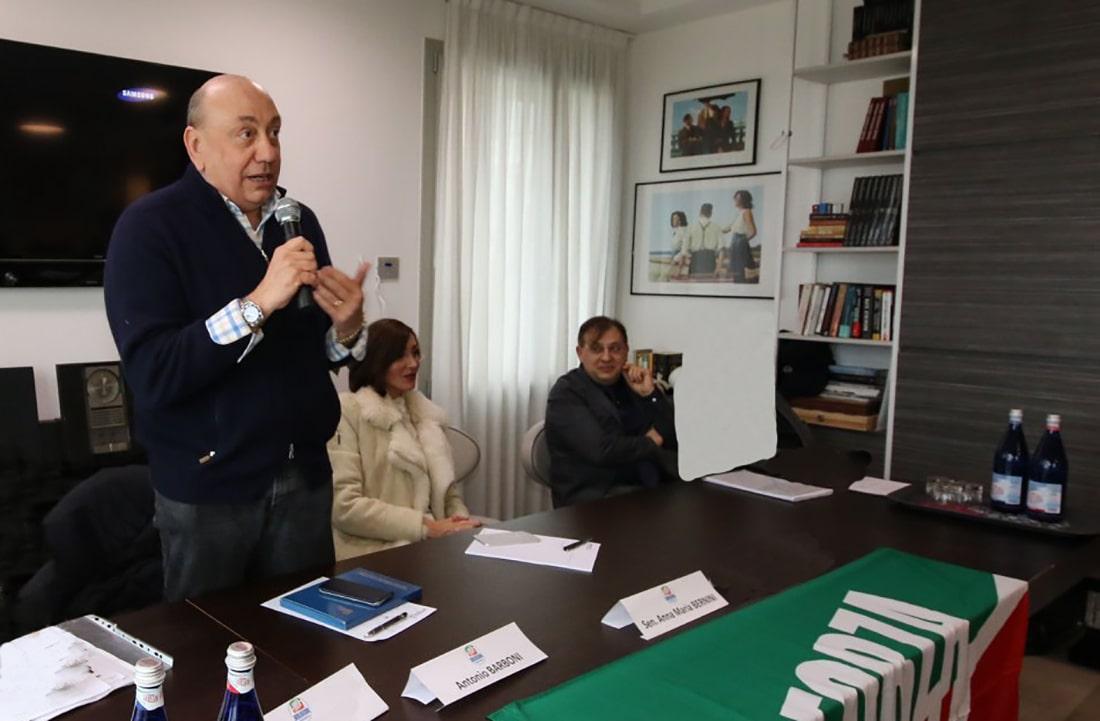 «Ecco perché il centrodestra punta su un civico»: intervista al senatore Barboni
