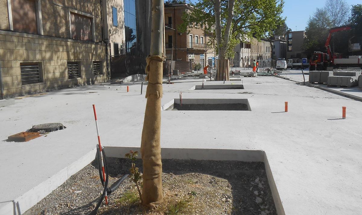 Che grande tristezza piazza Malatesta calva e cementata