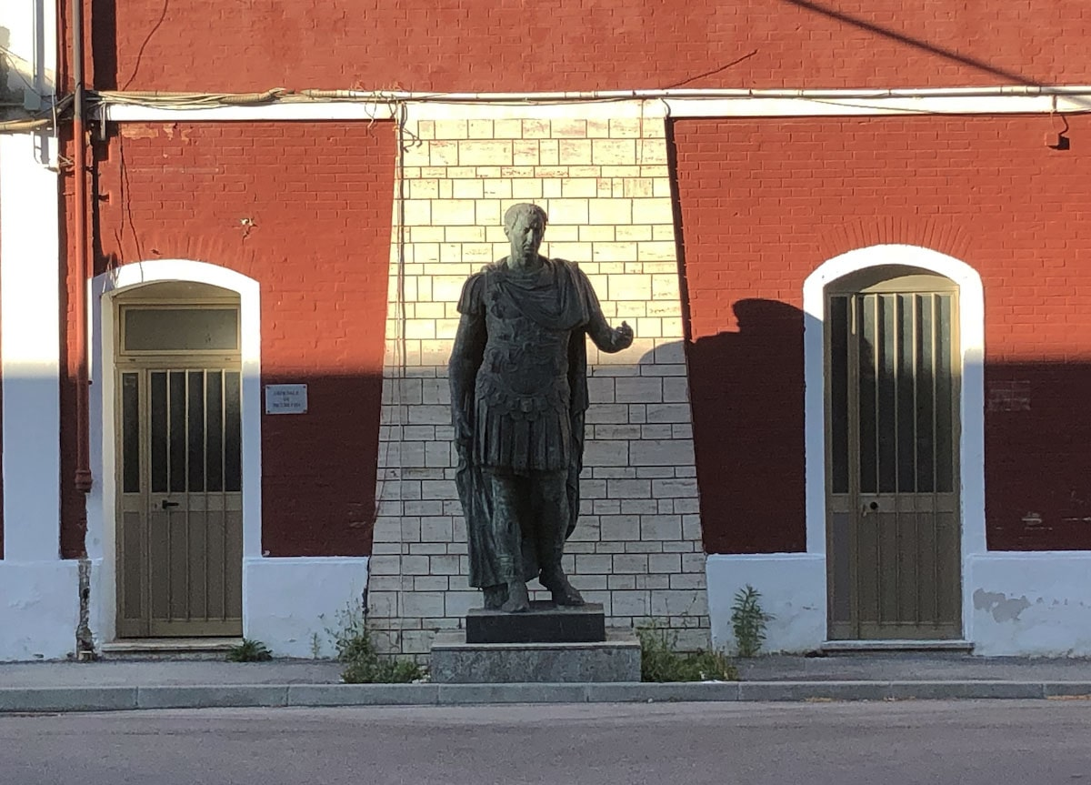"""La statua di Cesare vittima di un """"talebanismo"""" antistorico"""