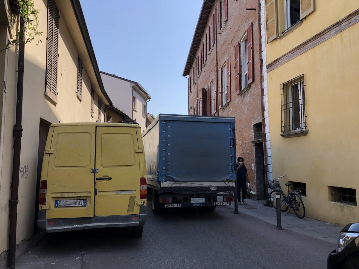 «Presi in giro dal Comune»: quasi due anni di calvario per i residenti di via Ducale