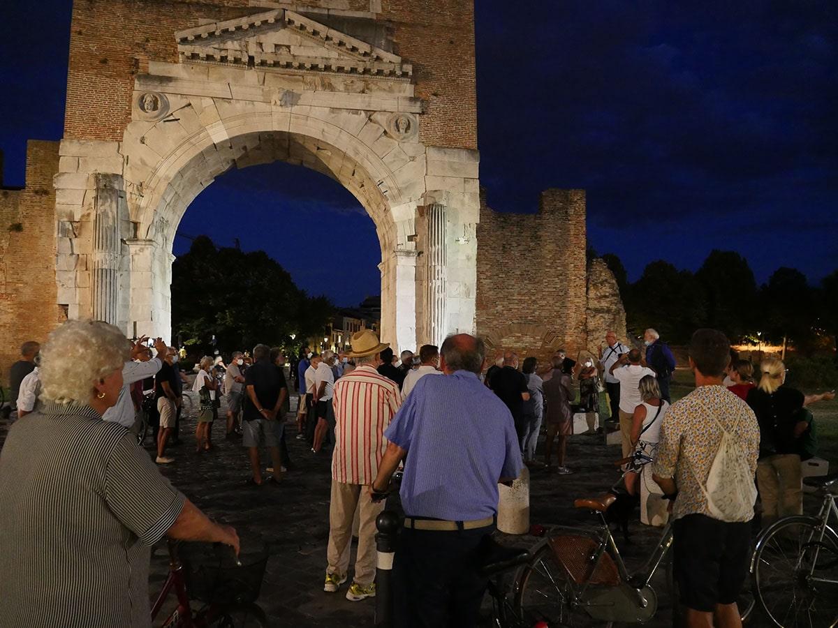 Qui Arco d'Augusto: «via il museo Fellini dal castello e dalla piazza»