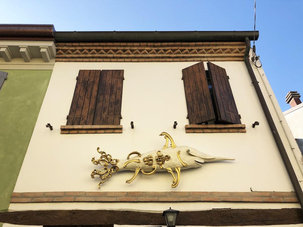 Lo scultore che ha fatto del Borgo San Giuliano una installazione artistica diffusa