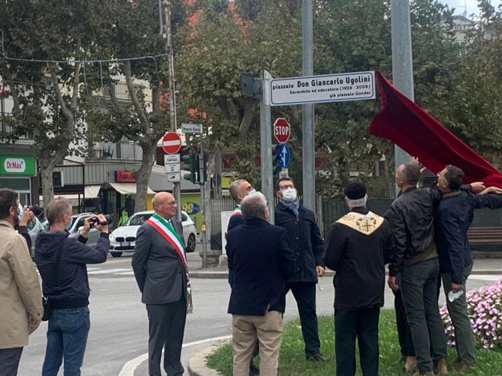 Sindaco, vescovo e tanti riminesi alla intitolazione del piazzale don Giancarlo Ugolini
